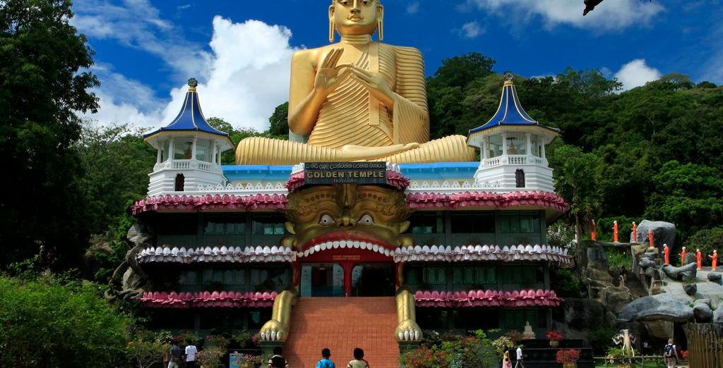 On this exciting twin centre tour - beginning in Sri Lanka....