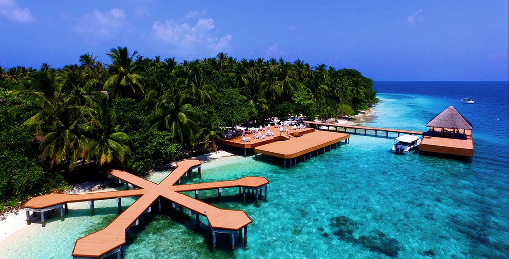 To the Fihalhohi Island Resort