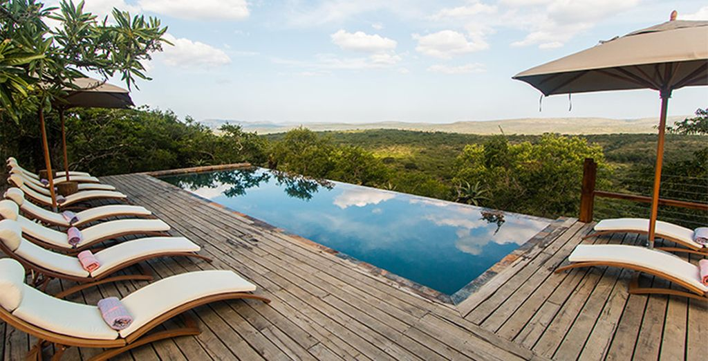 Whilst staying at the luxurious Rhino Ridge Safari Lodge