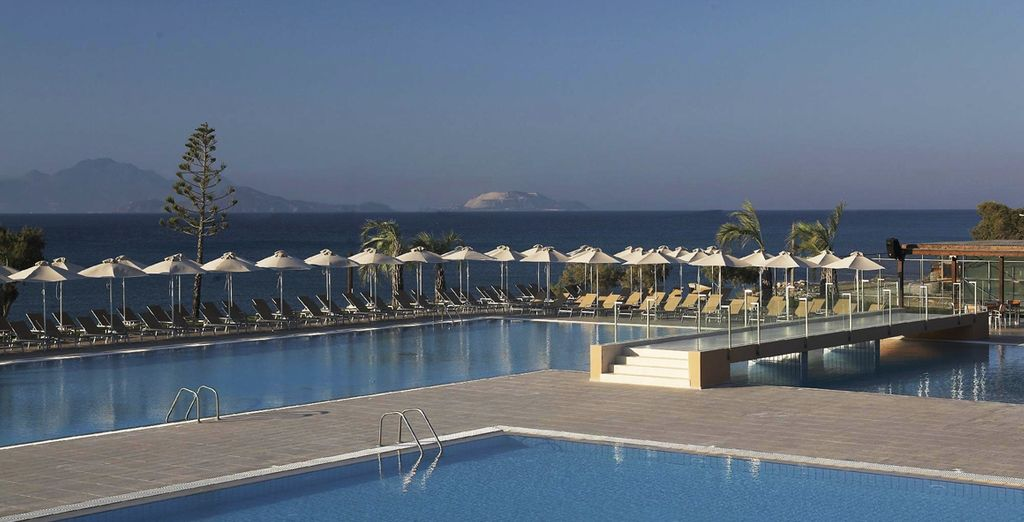 Go on - take a dip in the sparkling swimming pool - Carda Beach Hotel 5* Kos
