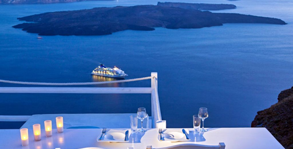 Boutique Hotel with Stunning Views - On the Rocks Hotel**** - Santorini - Greece Santorini