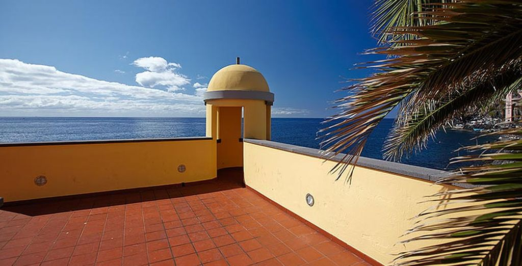 Stay on a privileged seafront spot in Madeira - Royal Savoy 5* Madeira