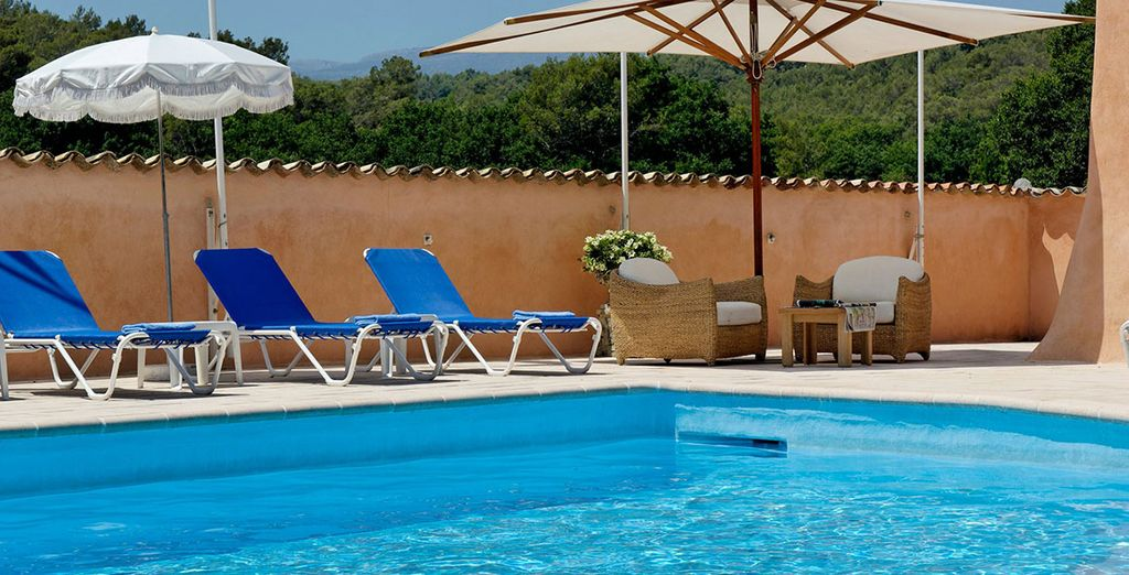 Or just relax in the sunshine by the pool with your free cocktail!