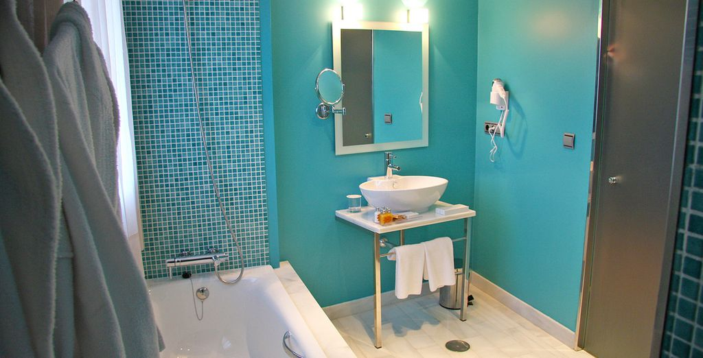 As well as a bright and fresh  ensuite bathroom