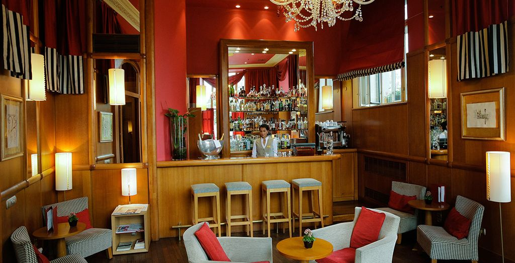 Plan your day over a drink in the laid back bar - you will have a 20% discount