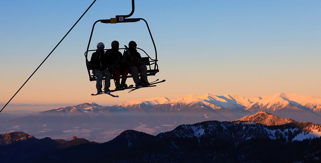 Discover Andorra'a stunning mountain scenery - Hotel Montané 4* Arinsal