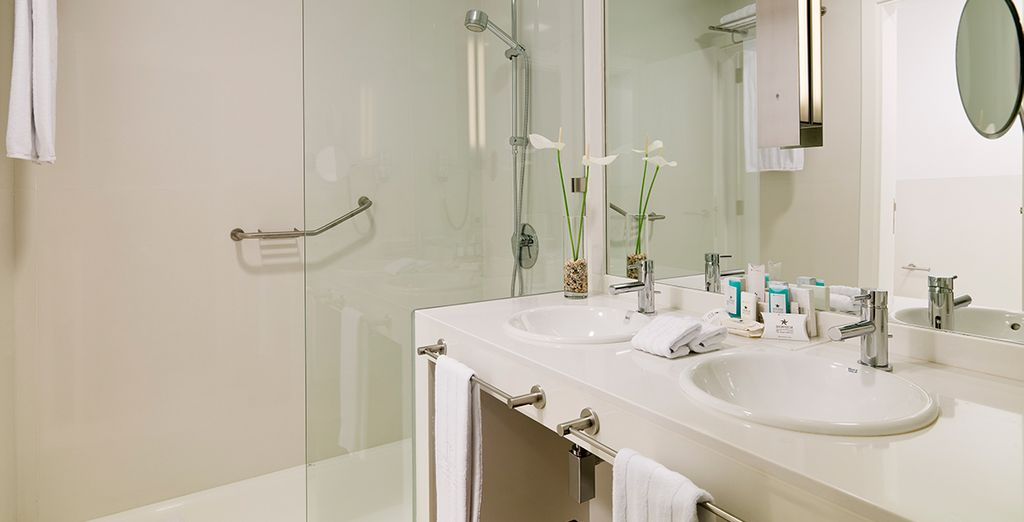 Feautures luxurious amenities and decor