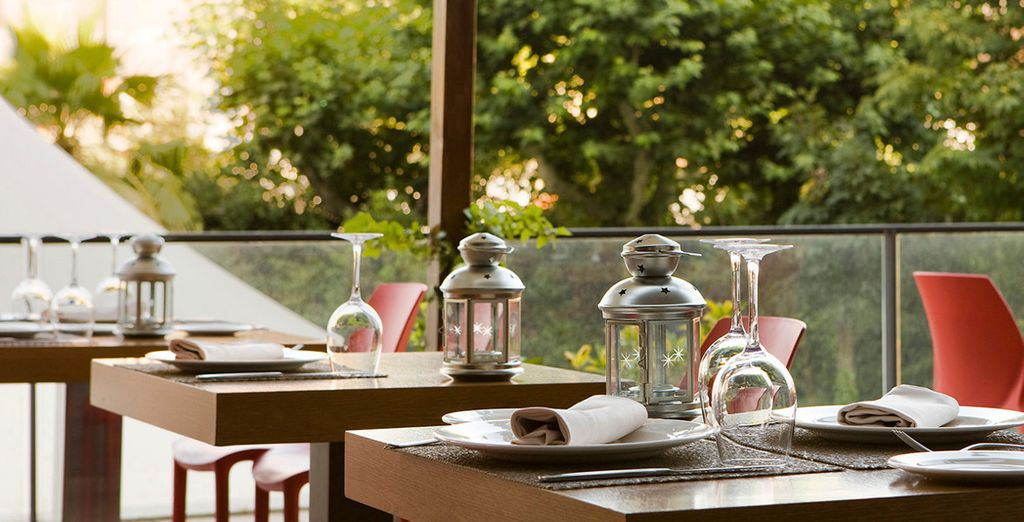 Savour delicious gastronomy on the terrace