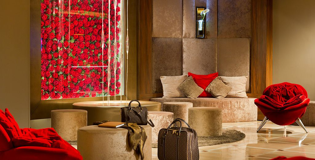 The glamorous lobby welcomes you - Hôtel Barrière Le Gray d'Albion Cannes 4* Cannes