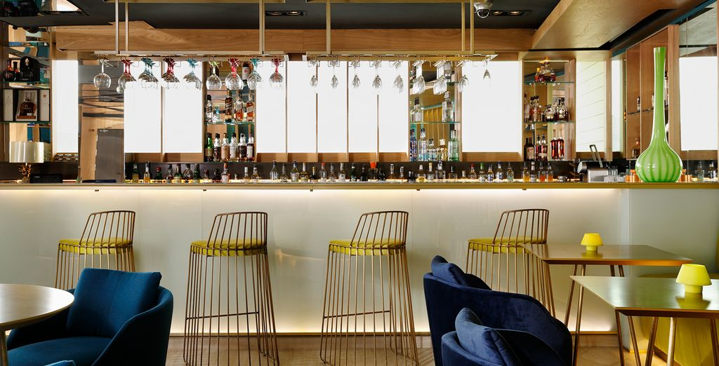 Savour a drink or a snack in good company at the bar