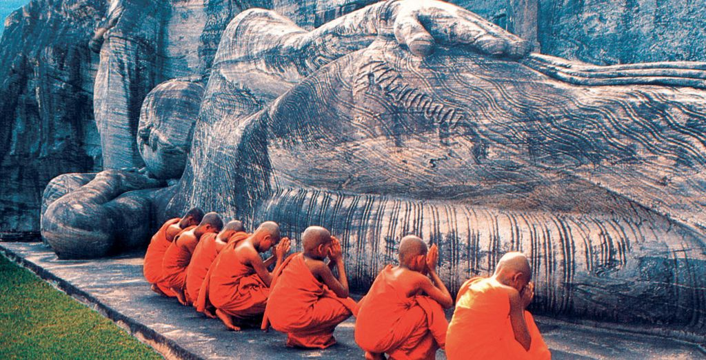 Experience the diverse wonders of Sri Lanka - Sri Lanka Tour & Maldivian Paradise 4/5* Colombo