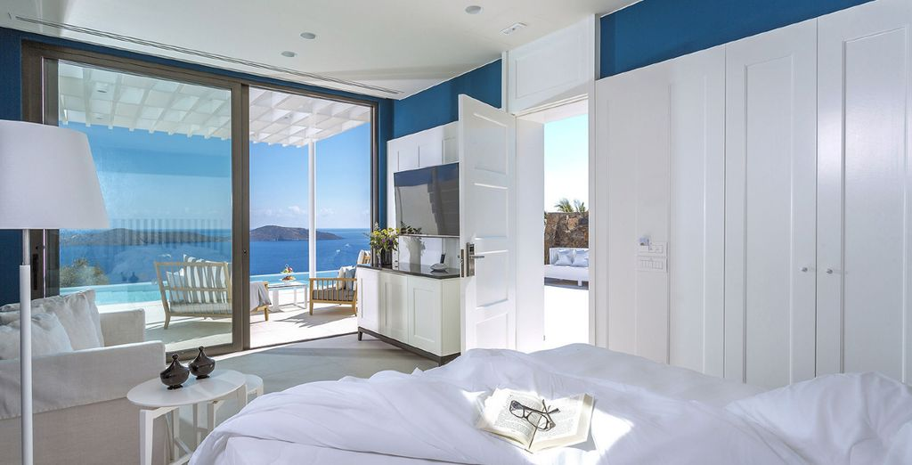 Or sleep in fresh and elegant Massage Suite