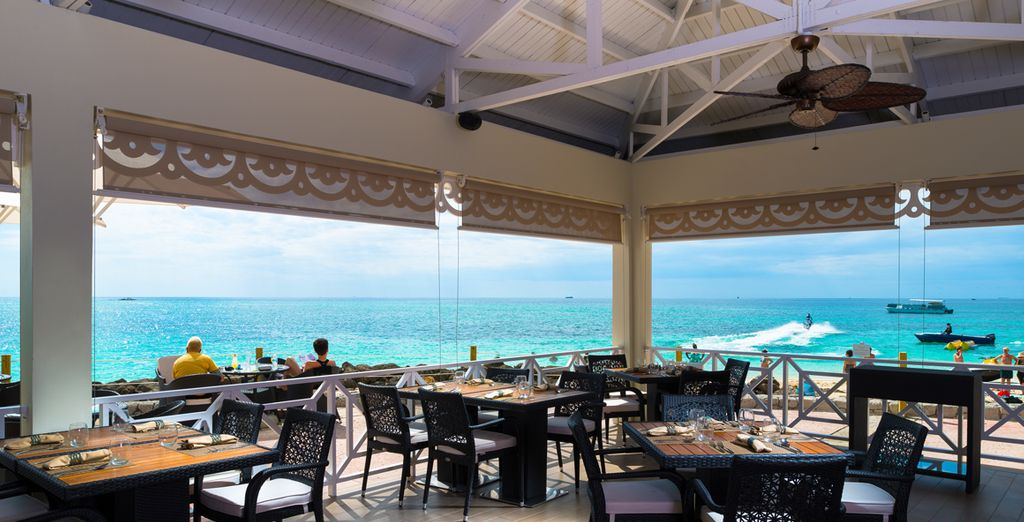And romantic al fresco, with views of the ocean