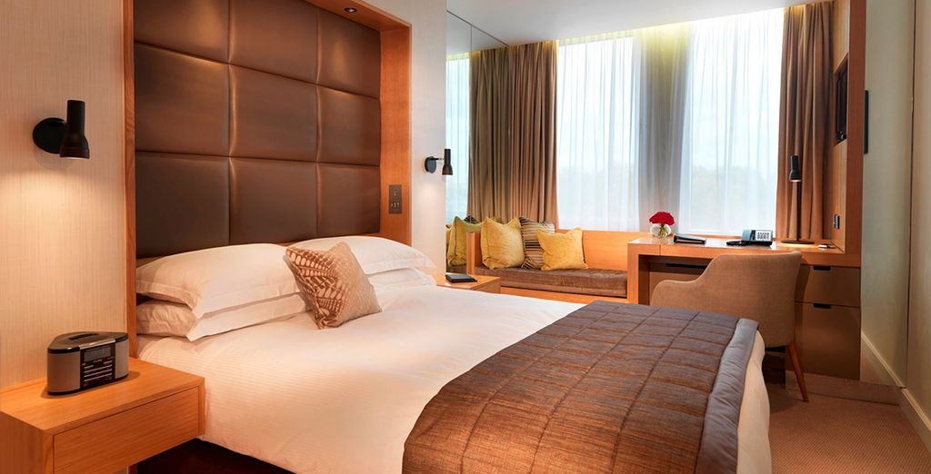 Where you will stay in a spacious Queen Room - Royal Garden Hotel 5* London