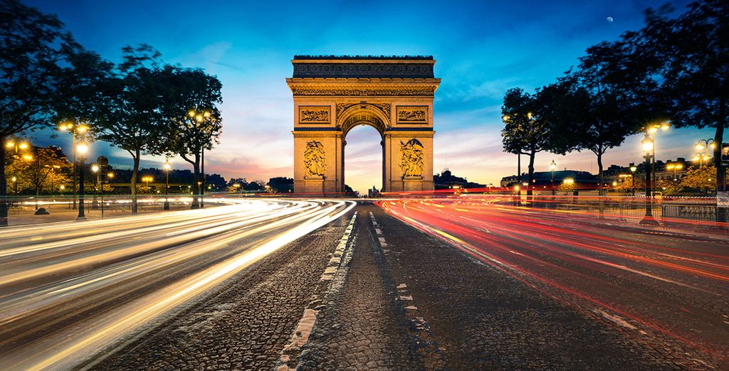 Located just steps from the Place de l'Etoile and the Champs Élysées