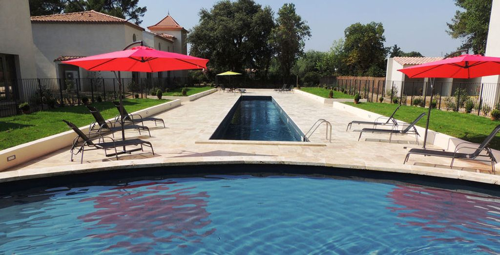 Give yourself a break on the edges of the pool