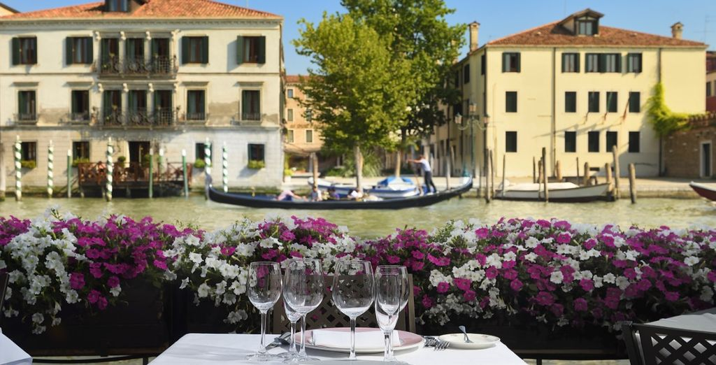 Have a romantic dinner for two on the canal without even leaving your hotel!
