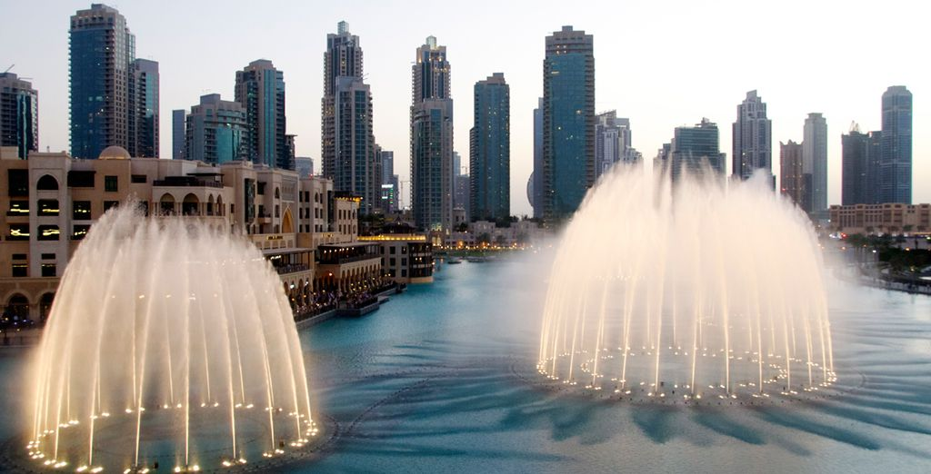 Watch the impressive spectacle of the fountains in Dubai