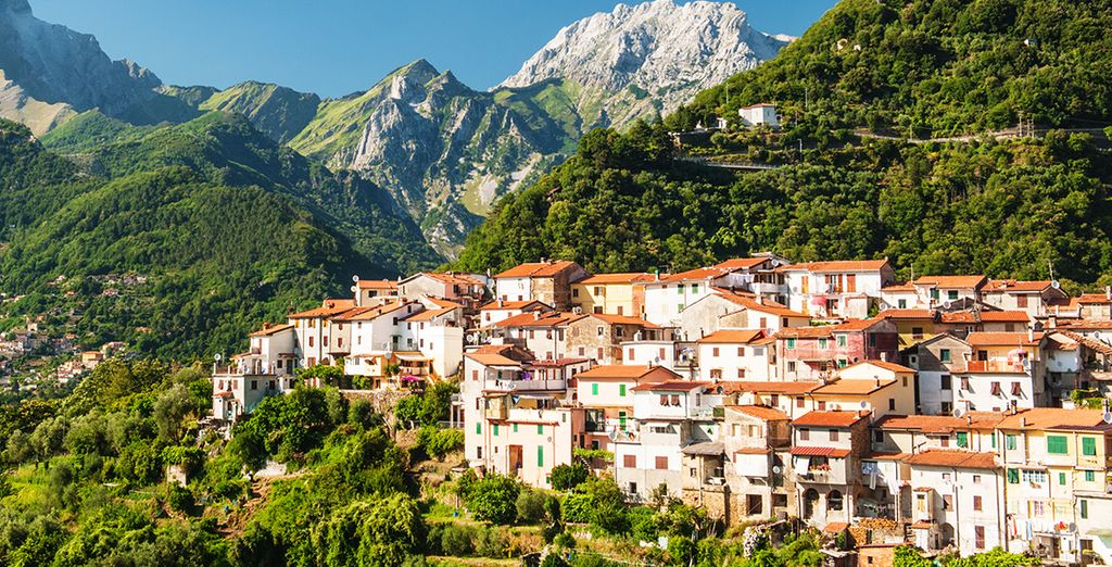 Or roam the quintessential hilltop villages that dot the hills of Northern Italy, such as Lucca