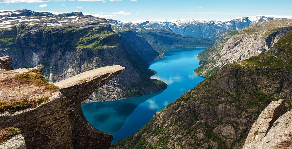 Norwegian Fjords and Trekking Fly & Drive 4*