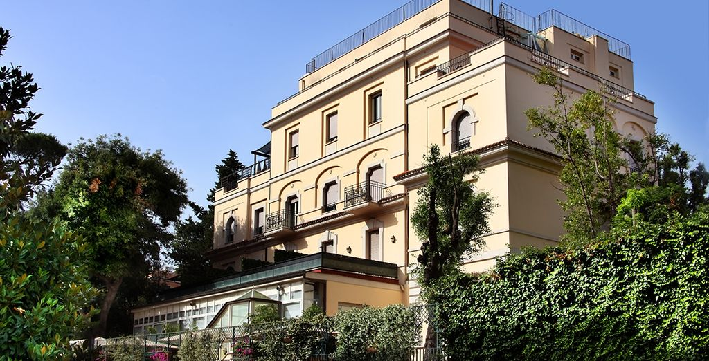 In the heart of a charming villa close to the Villa Borghese and 20 minutes from the historic centre