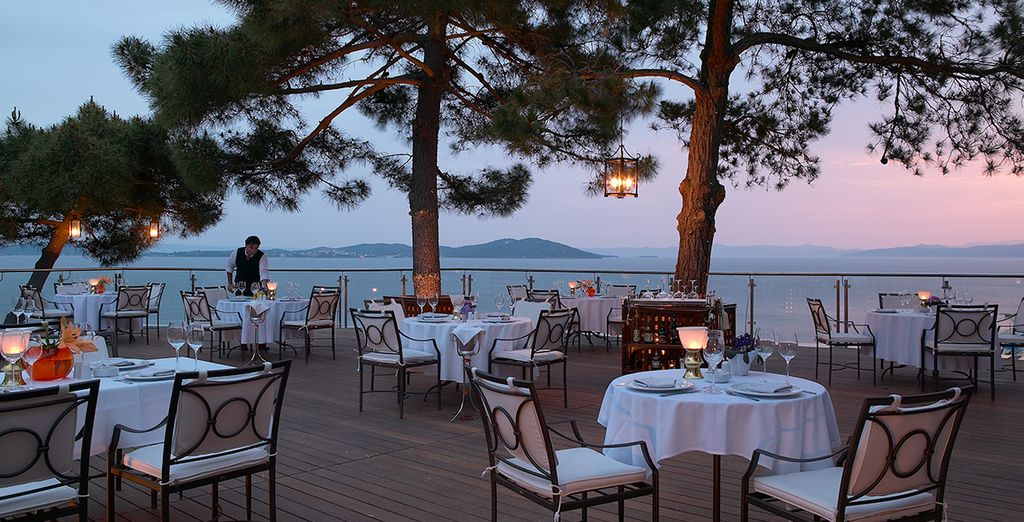 End your day with a romantic meal as you watch the sunset