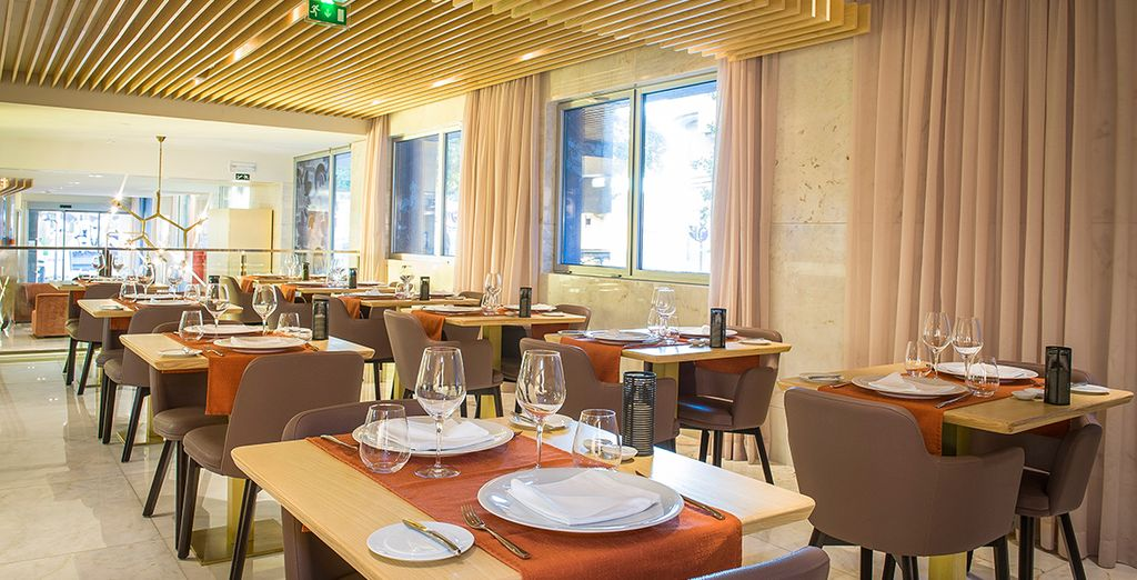 Dine well in the elegant restaurant - our members will enjoy a welcome drink