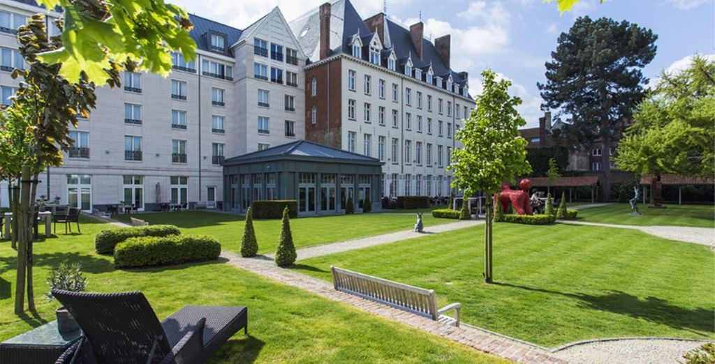 With a stay in the 15th century Hotel Dukes' Palace - Hotel Dukes' Palace 5* Bruges