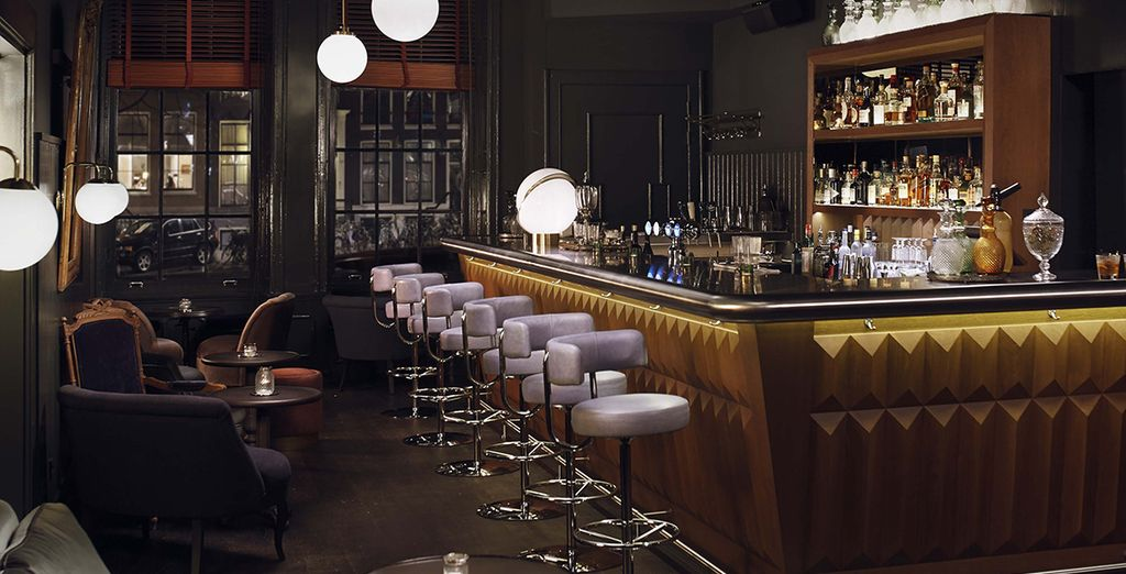Or enjoy a sophisticated cocktail in the atmospheric Pulitzer Bar