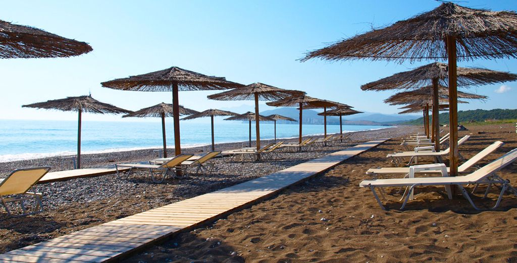 Set 10 mins walk away from 5km of unspoiled beach - Thalatta Seaside Hotel 4* Evia