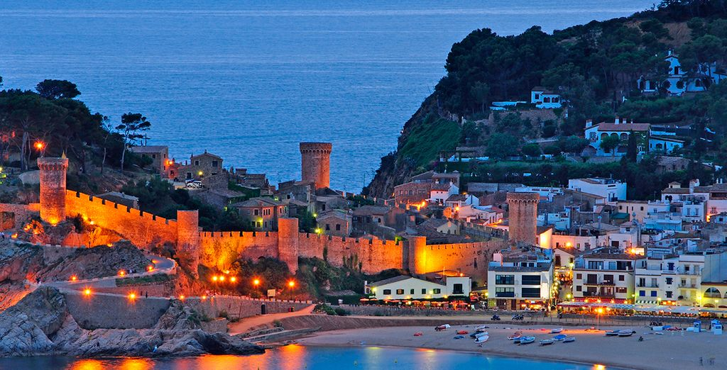 As well an ancient walled-in Old Town, the Vila Vella enceinte