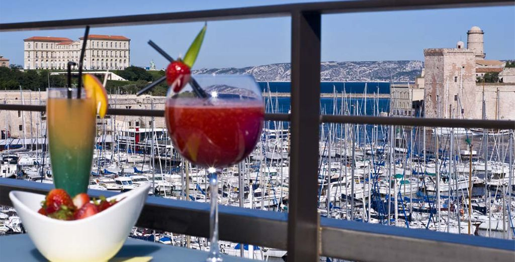 Enjoy delicious cocktails in the summer sun