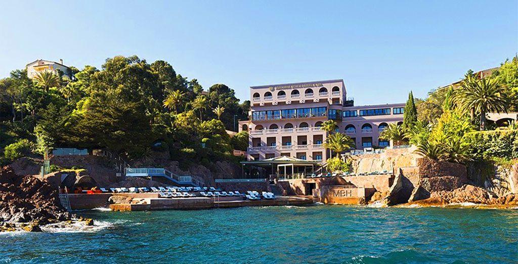 You will find the 5* Tiara Miramar Beach Hotel & Spa