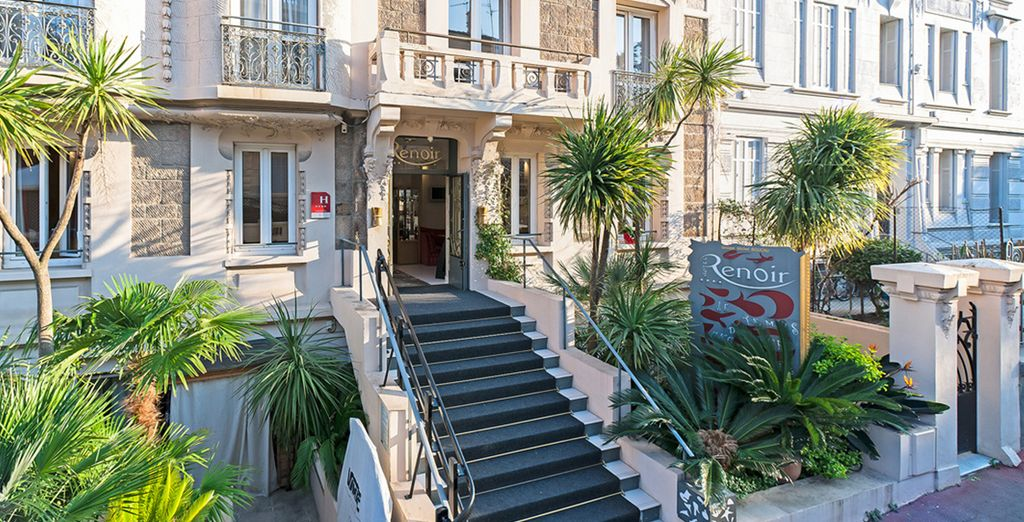 Climb the steps of the 4* Hotel Renoir