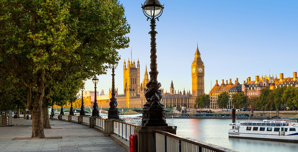 Stroll along the southbank, admiring iconic views...