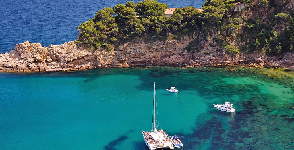 Located near one of the best beaches of Lloret de Mar