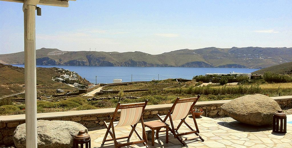 Ideally located right on the Panormos Bay