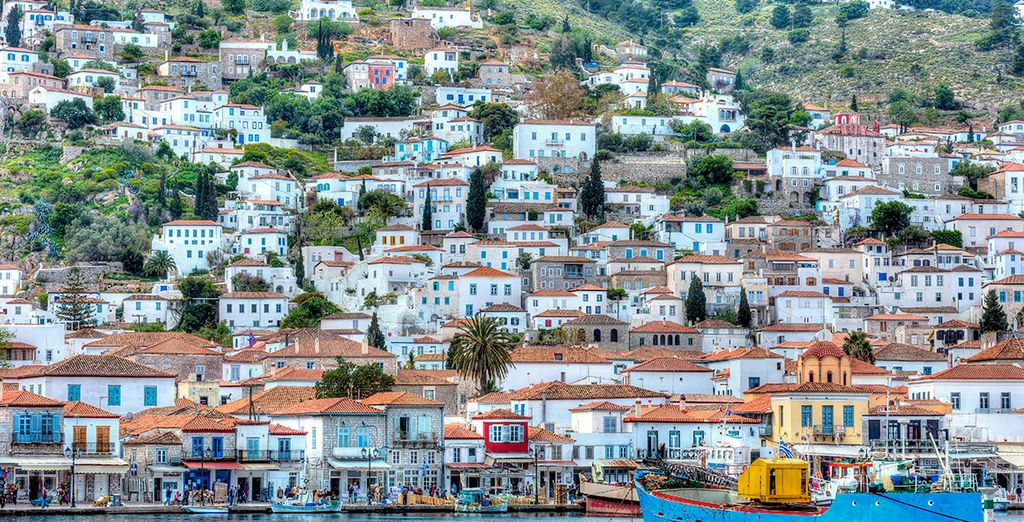 Enjoy a boat excursion to the island of Hydra!