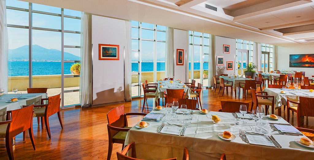 As well as the restaurant, where you can enjoy meals overlooking Vesuivus