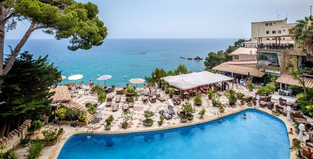 Wonderful facilities and stunning sea views await