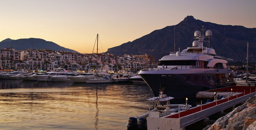Just a 5 min drive from the ultra-glamorous super yacht marina