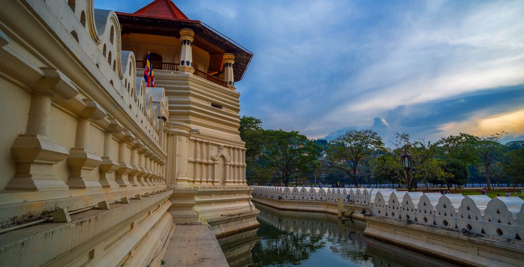 See where the Relic of Buddha's tooth is housed