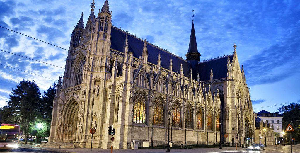 Explore beautiful sites such as Notre Dame du Sablon