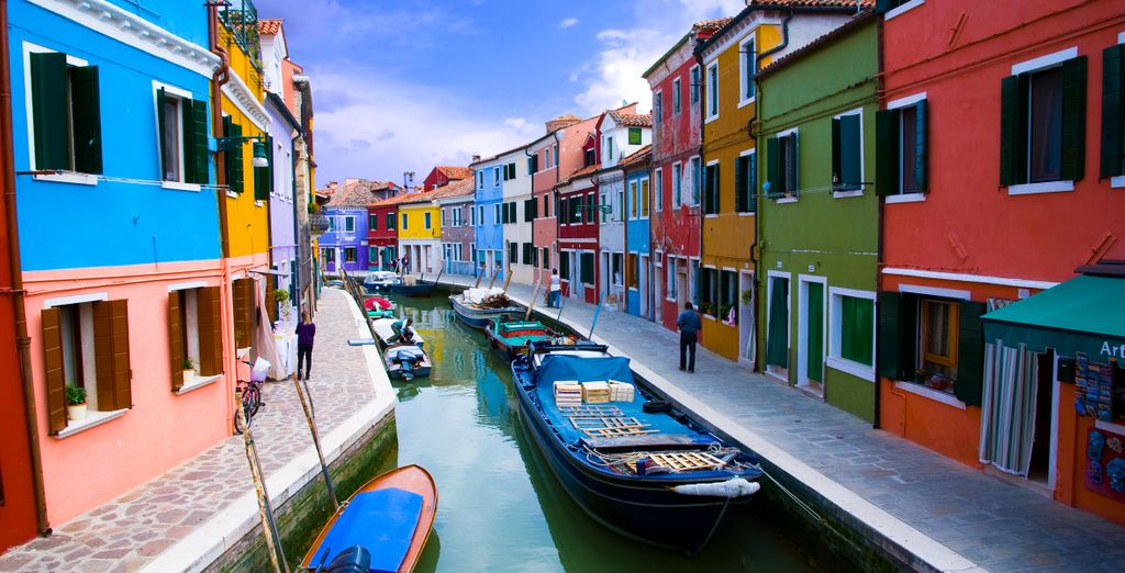 And explore the colourful architecture of other islands in the lagoon