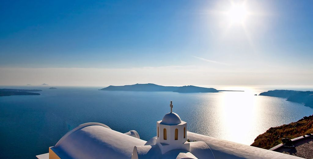 Discover Cyclades Islands on this amazing tour