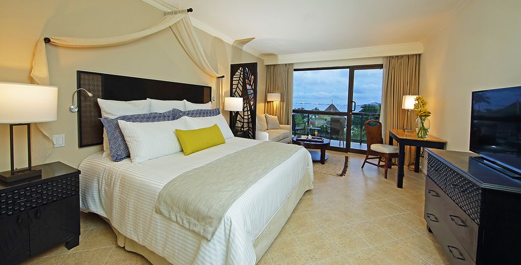 Enjoy your stay in a Preferred Club Deluxe Ocean View Room