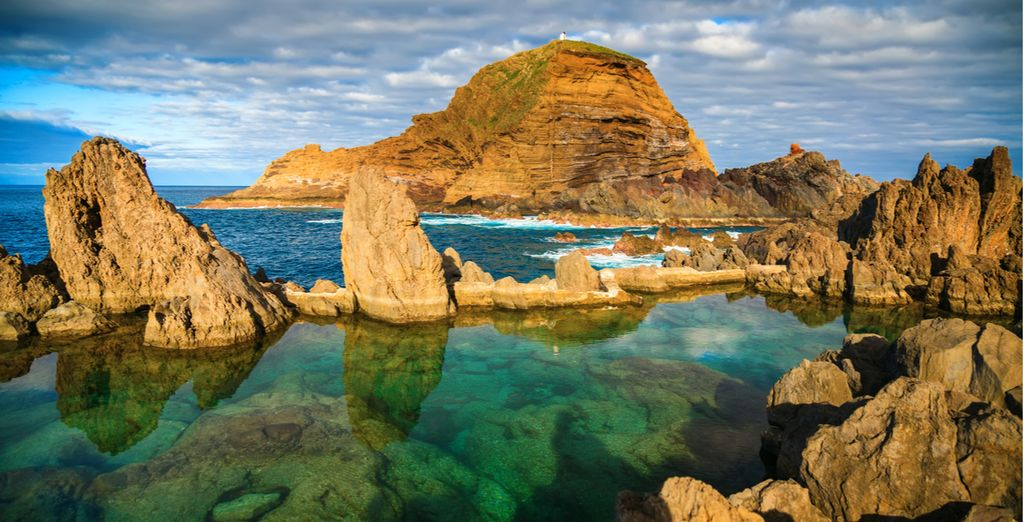 Spend relaxing holidays to Madeira in natural lava swimming pools with Voyage Privé