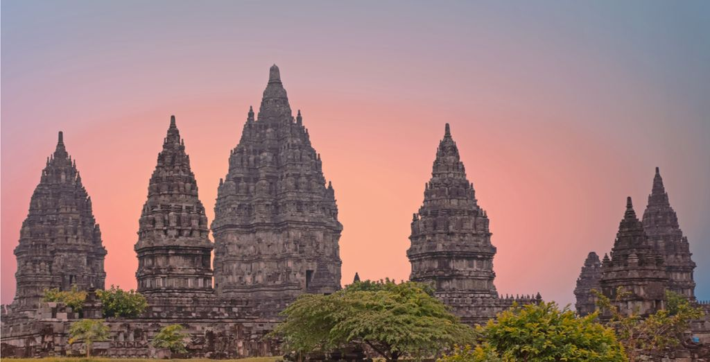 Discover beautiful temples in Indonesia with Voyage Privé