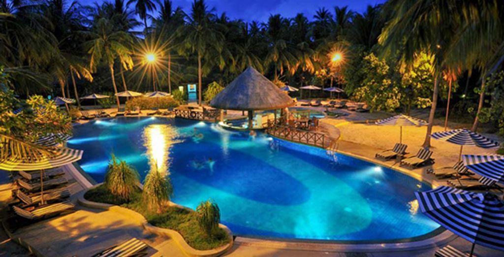 - Bandos Island Resort & Spa**** - Maldives Maldives