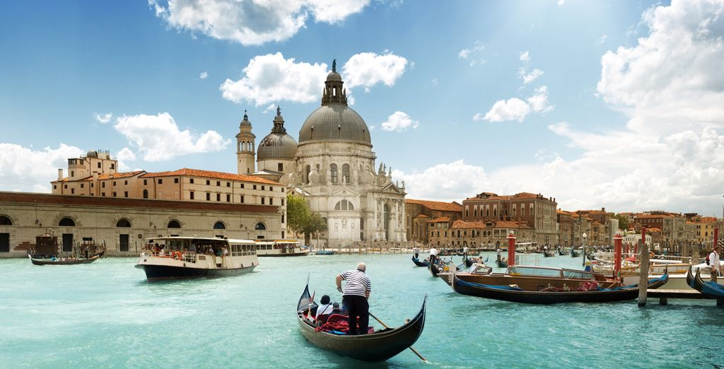 Enjoy a romantic stay on the Grand Canal